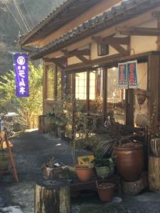 滝の前の茶屋
