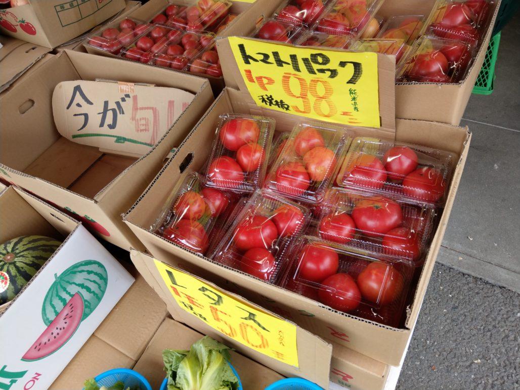 トマト1パック98円、レタス50円、熊本産にんにく1キロ598円etc.