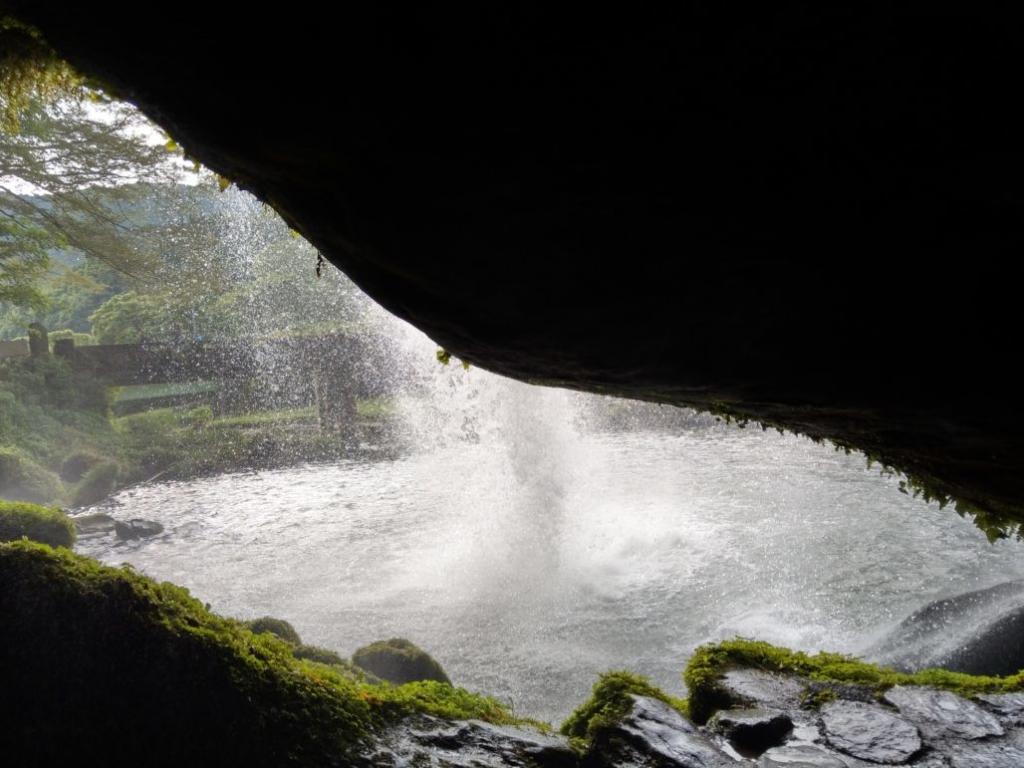 慈恩の滝裏側