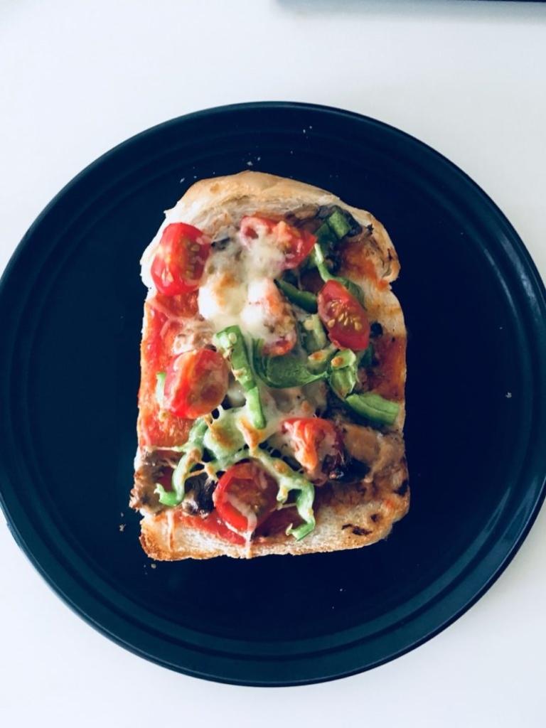 ツナとマヨネーズとモッツァレラチーズのピザトースト